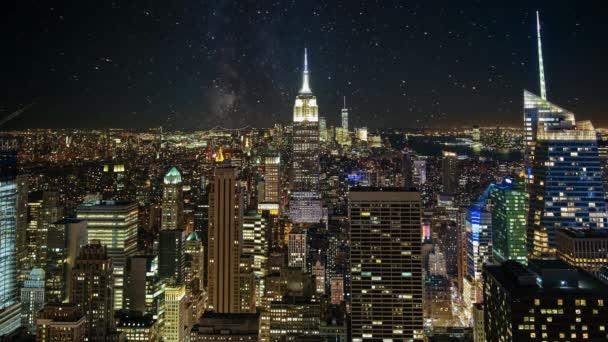 Lasso di tempo di NYC skyline notte. Un bello timelapse di nightfall nel cuore di Manhattan