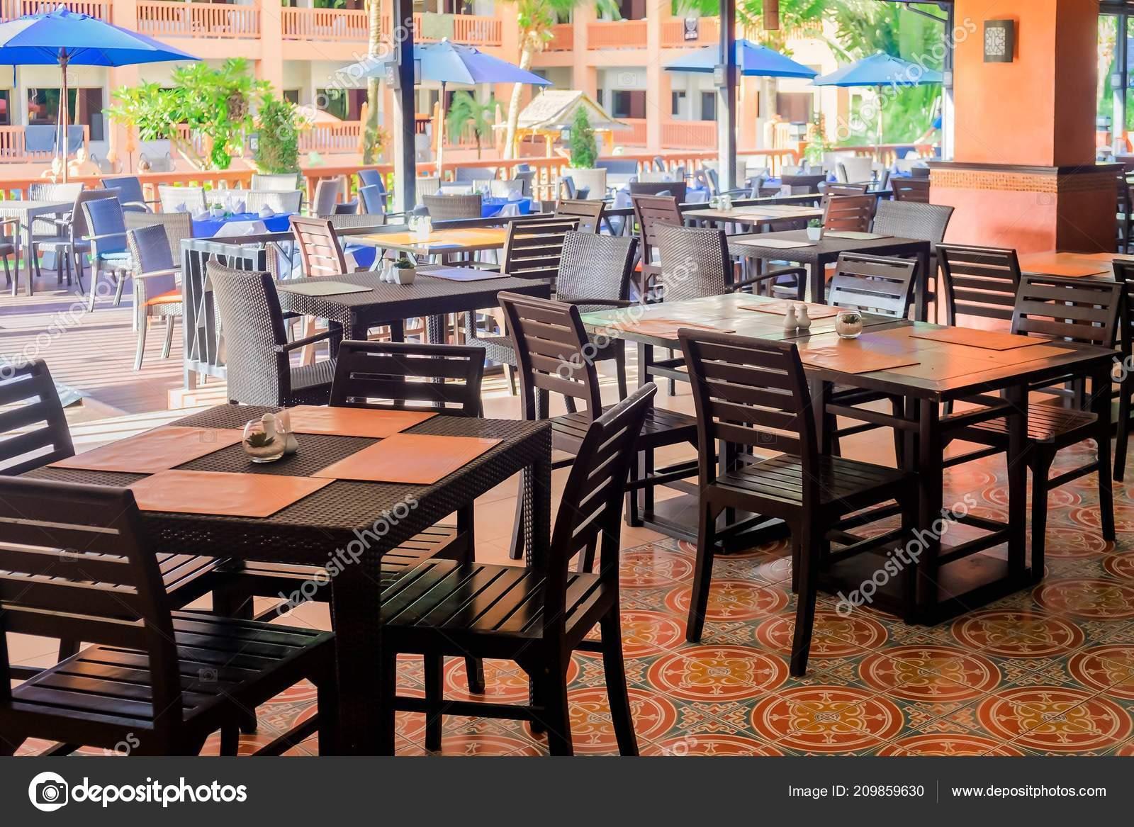 Mesas Stock — Del Comedor Con De Hotel Vacío Sillas Restaurante Foto 29EDHWI