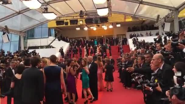 Konserven, Frankreich. 2016. Blick auf den Palais des festivals mit Ankünften auf dem roten Teppich bei einer Vorführung des 69. Internationalen Filmfestivals de cannes.