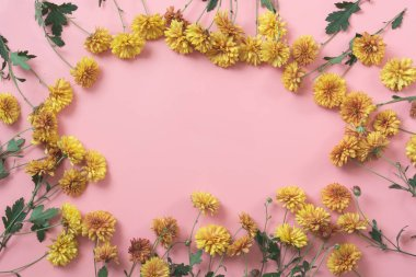 Golden-daisy flowers as border on pastel pink background. Floral pattern.