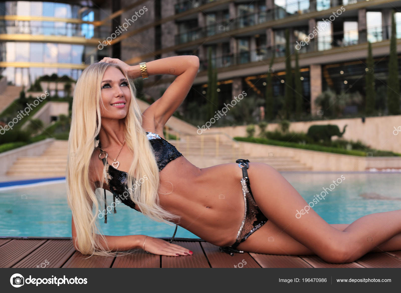 79b9934b5dd Μόδα Καλοκαιρινή Φωτογραφία Του Όμορφη Σέξι Γυναίκα Ξανθά Μαλλιά ...