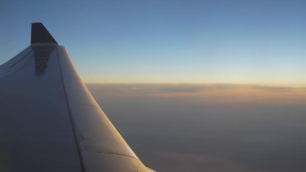 Amazing plane flight footage above Guangzhou