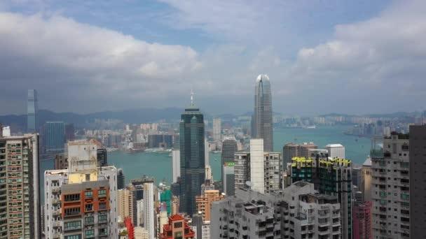 slunečný den hong kong panoráma města victoria harbour letecké panorama 4k