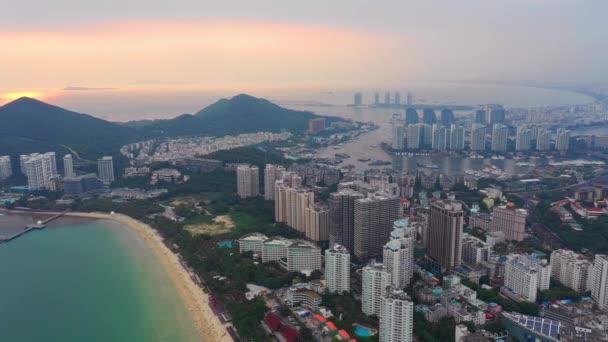 Sanya, Kína-szeptember 30 2018: Hainan sziget légi panoráma 4k kb szeptember 30 2018 Sanya Hainan Kína.