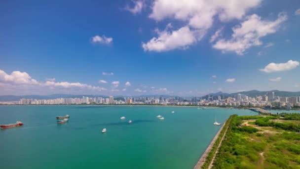 napos hainan sziget sanya bay hajó parkolási légi panoráma 4k timelapse Kína