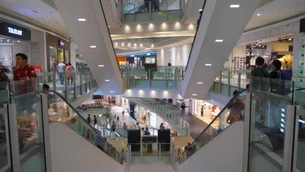 Kuala Lumpur, Malajsie - leden 2018: kuala lumpur city famous mall main hall panorama 4k kuala lumpur, malajsie.
