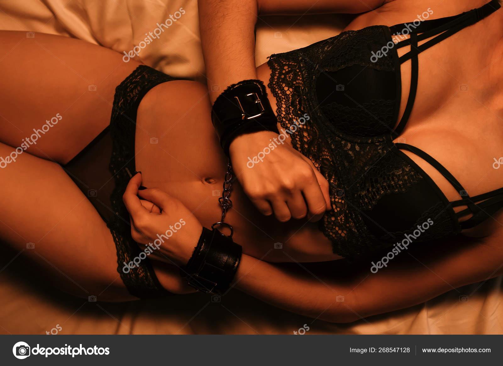 Mit handschellen sex beim sex
