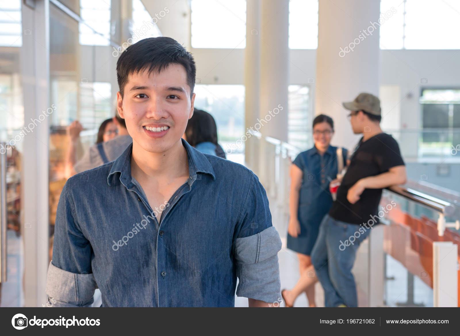 Sonrisas Hombres Asiaticos Lindo Guapo Estudiante