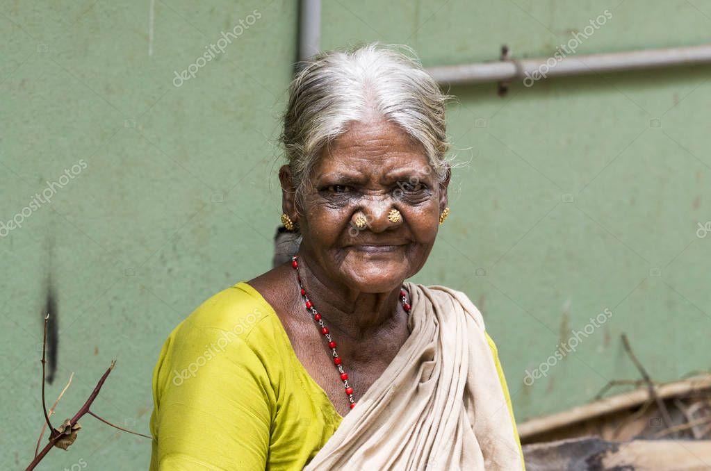 украшения подчеркнут индийское божество старушка с клюкой фото дополняют наш плакат