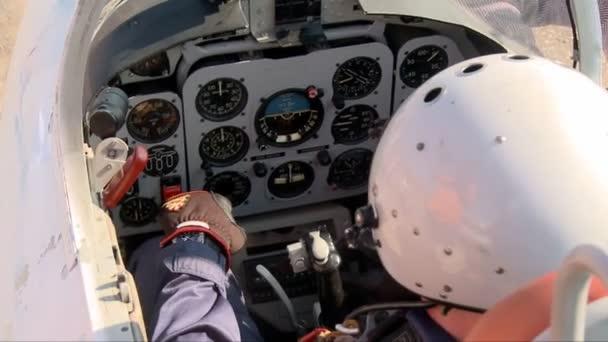 Pilóta egy repülőgép kabin videó