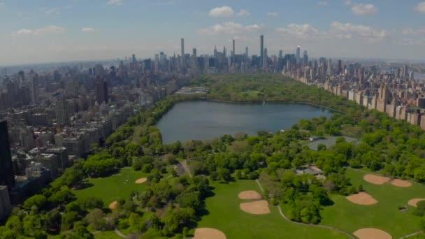 Letecký výhled do centrálního parku, Manhattan, New York Park je obklopen mrakodrapu