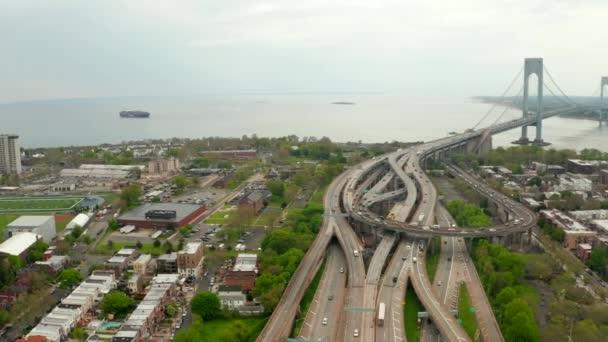 Most Verrazzano-Narrows na ostrovech Brooklyn a Staten