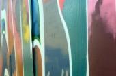 Straßenkunst. abstraktes Hintergrundbild eines Fragments eines farbigen Graffiti-Gemäldes in modischen Farben.