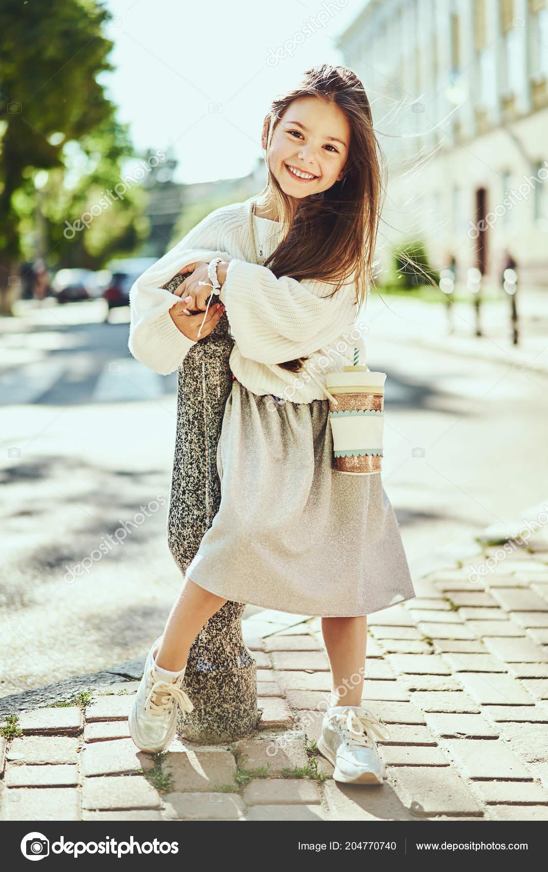 Von Kleid Mädchen Mode Tragen Jungen Porträt Langes sdrCxQth