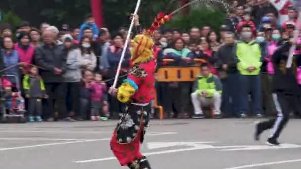 Hlava draka s Lví tancem v Miaoli Hakka festival Dragon, tradice na Tchaj-wanu během čínského nového roku.