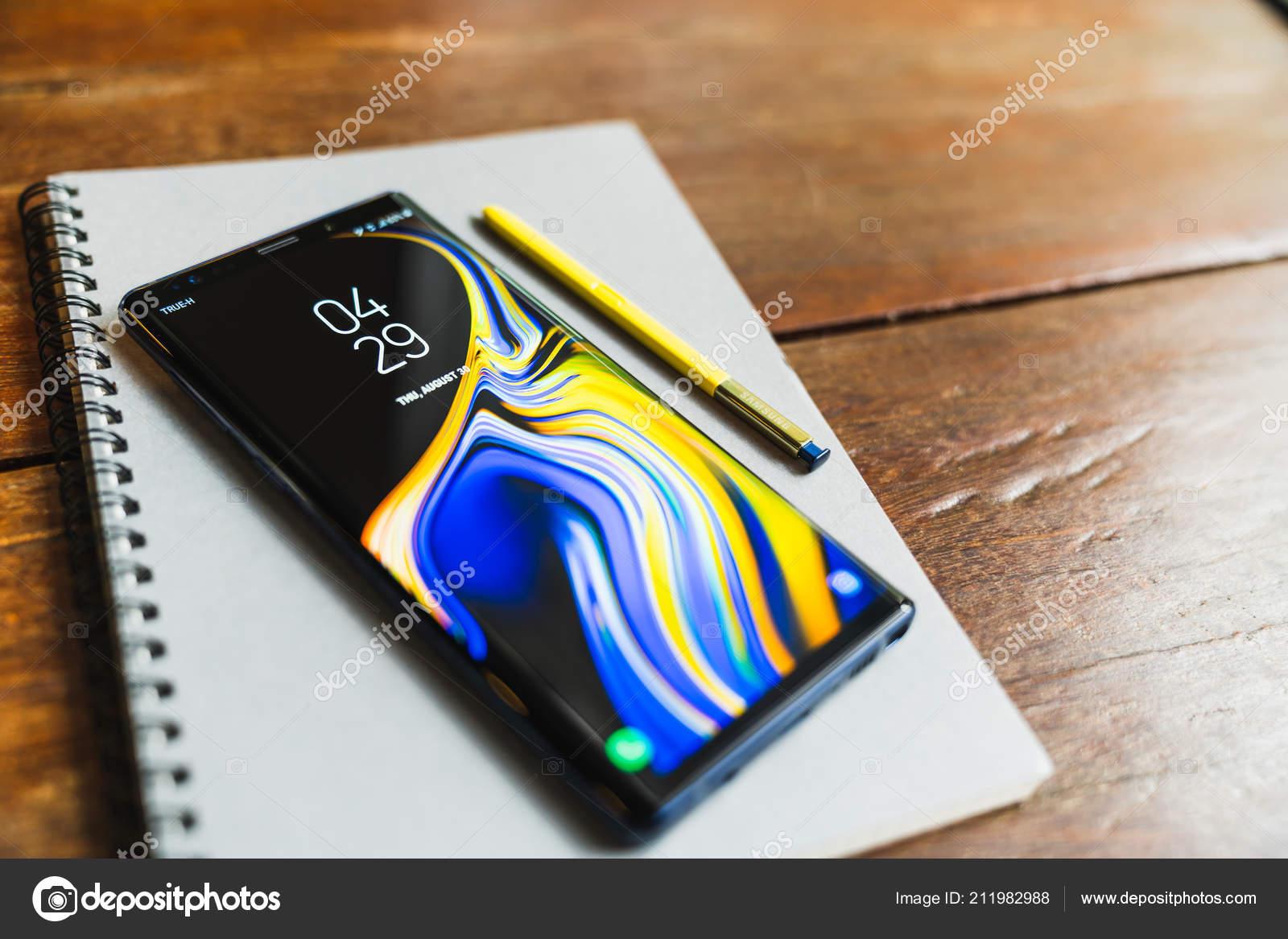 f1f445aa0 Bangkok Tailândia Agosto 2018 Oceano Azul Samsung Galaxy Note Com ...