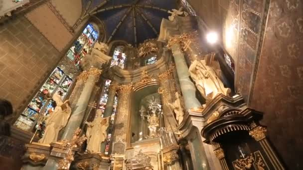 Übersicht der alten Kirche im Barockstil. Innenraum des Doms