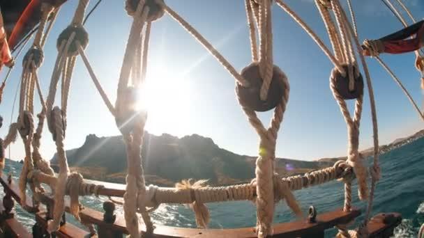 Lodní lana moře a slunce