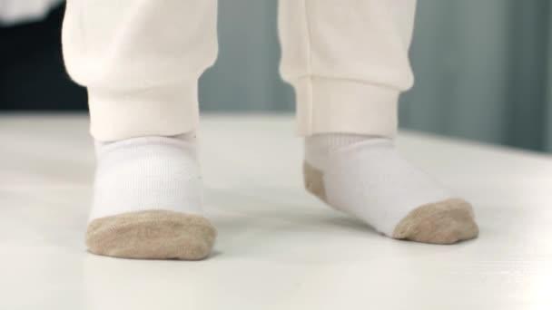 Babys piedi in calzini