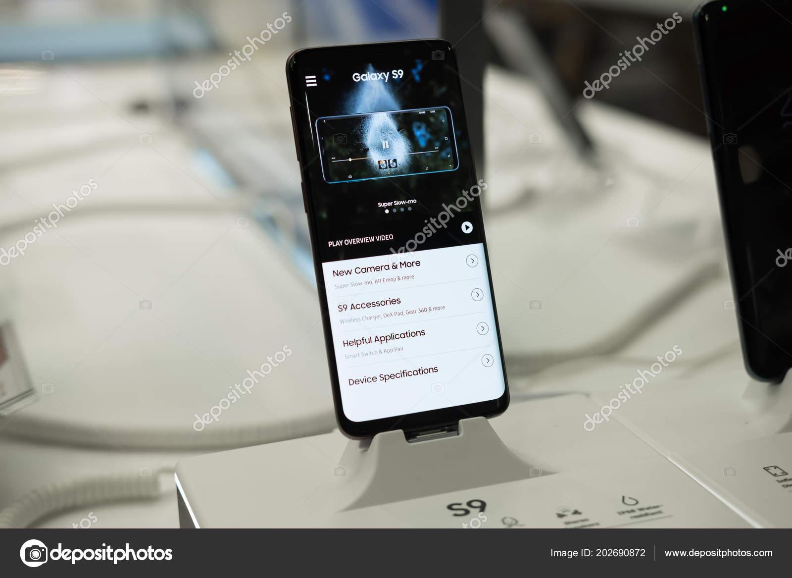 61c6ac5ff3 Chiang Mai, Tailândia - 1 de março de 2018: Recentemente lançado Samsung  Galaxy S9 e S9 Plus Smartphone é exibido com a tela inicial, lançamento de  s9 ...
