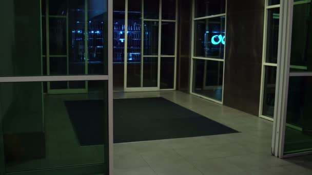 Automatische Türen im Gebäude