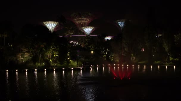 Fountain River with views of the futuristic gardens in Singapore