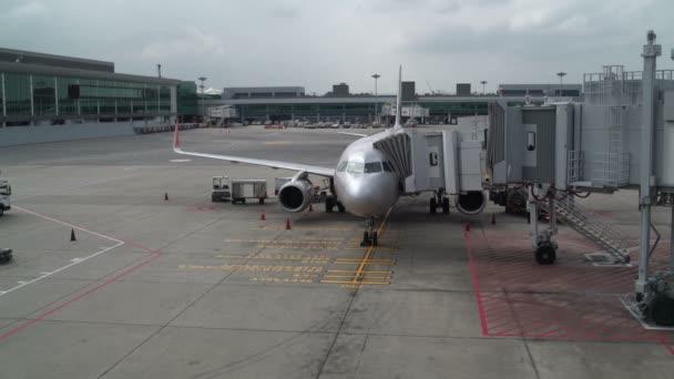 Naložení zavazadel v letadle