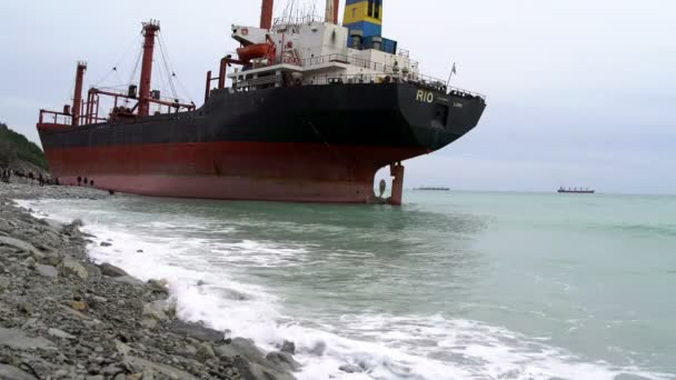 Motorový člun Rio uvízla poblíž Kabardinka. Část 5.