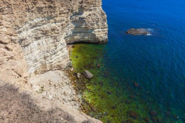 Seascape - Small lagoon surrounded by high cliffs
