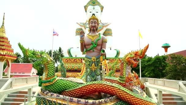 Srisuttho Bůh z Naga a zázemí Buddhy v chrámu Khao Mai Kaew