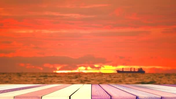 fa felső asztal és naplemente teherhajó ég vissza a sziluett felhő