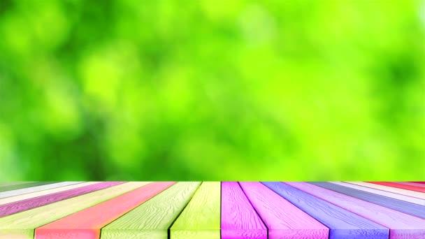 zöld homályos háttér elvont színes levelek virág fa a kertben és asztali fa darabok padló