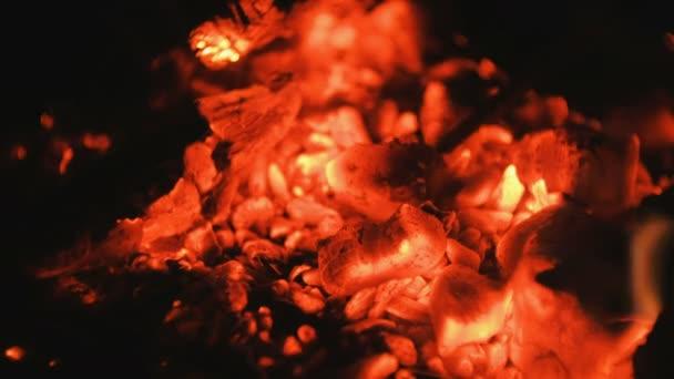 Heiße Kohlen. Feuer. Hintergrund.