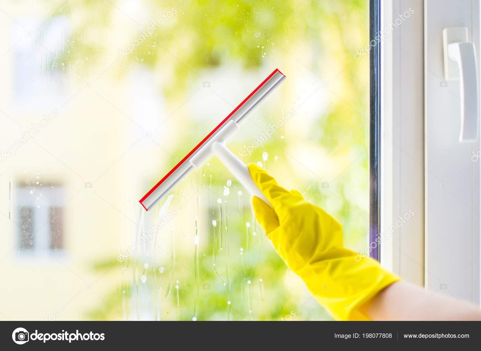 Großartig Fenster Reinigen Beste Wahl Reinigung Glasscheibe Mit Waschmittel Und Kautschuk Aluminium