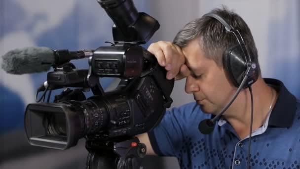 Der Fernsehunternehmer schlief hinter der Kamera ein