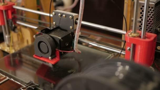 tisk s plastovou drátku na 3d tiskárně