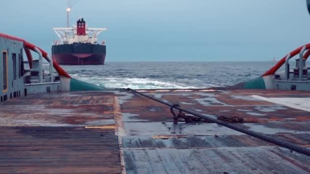 AHTS vessel doing static tow tanker lifting  Ocean tug job