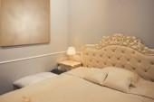 Classic hotel szoba királyi ággyal