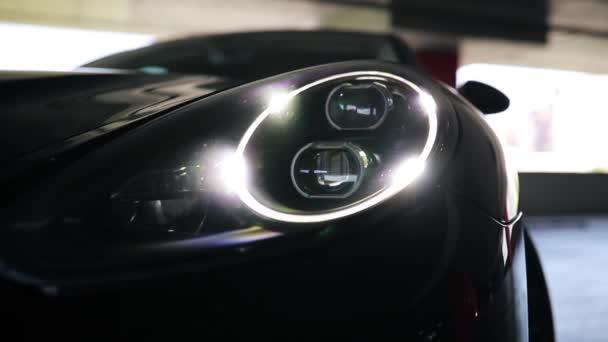 auto reflektor zblízka