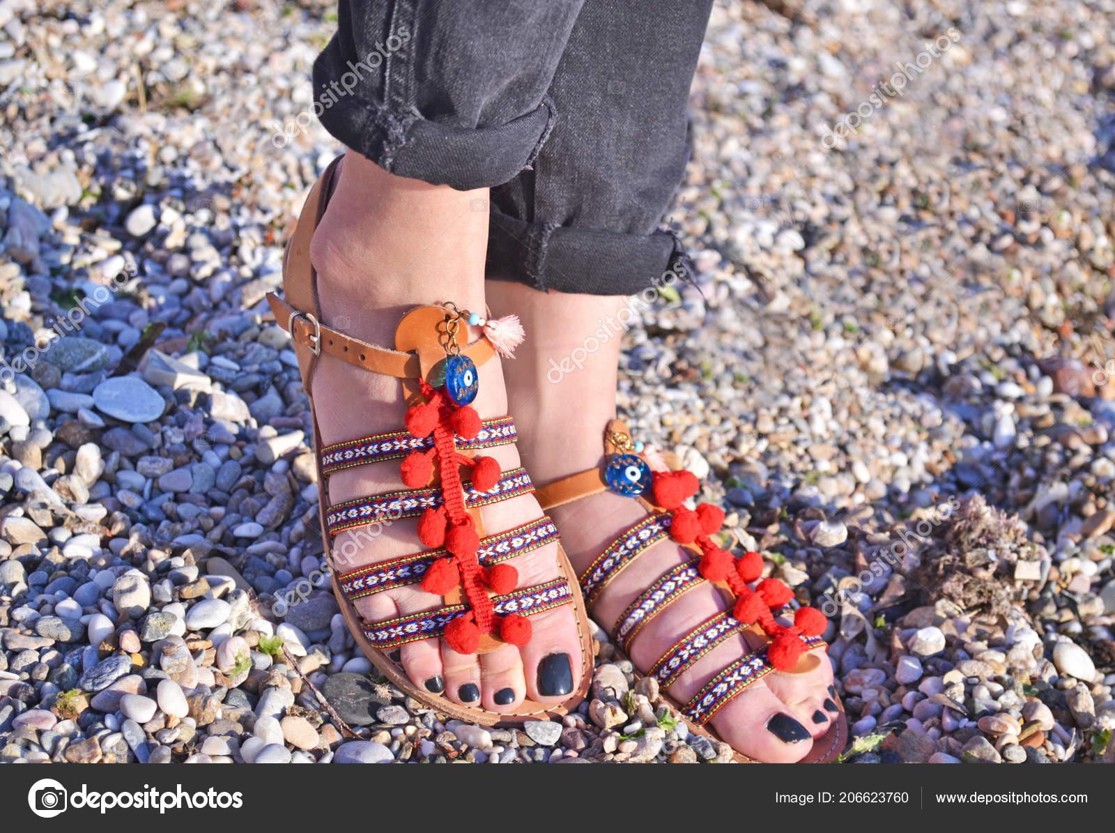 65b4986c93854 Propaganda Sandálias Boêmio Sobre Acessórios Moda Praia Sandália Couro  Grego — Fotografia de Stock