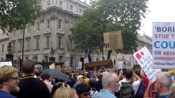 London, Großbritannien, 31. August 2019:- Demonstranten in Whitehall, Central London protestieren gegen den Plan von Premierminister Boris Johnson, das Parlament für fünf Wochen auszusetzen