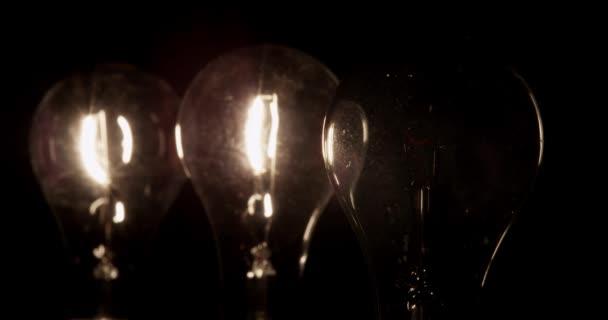 CU Studio záběr čiré žárovky