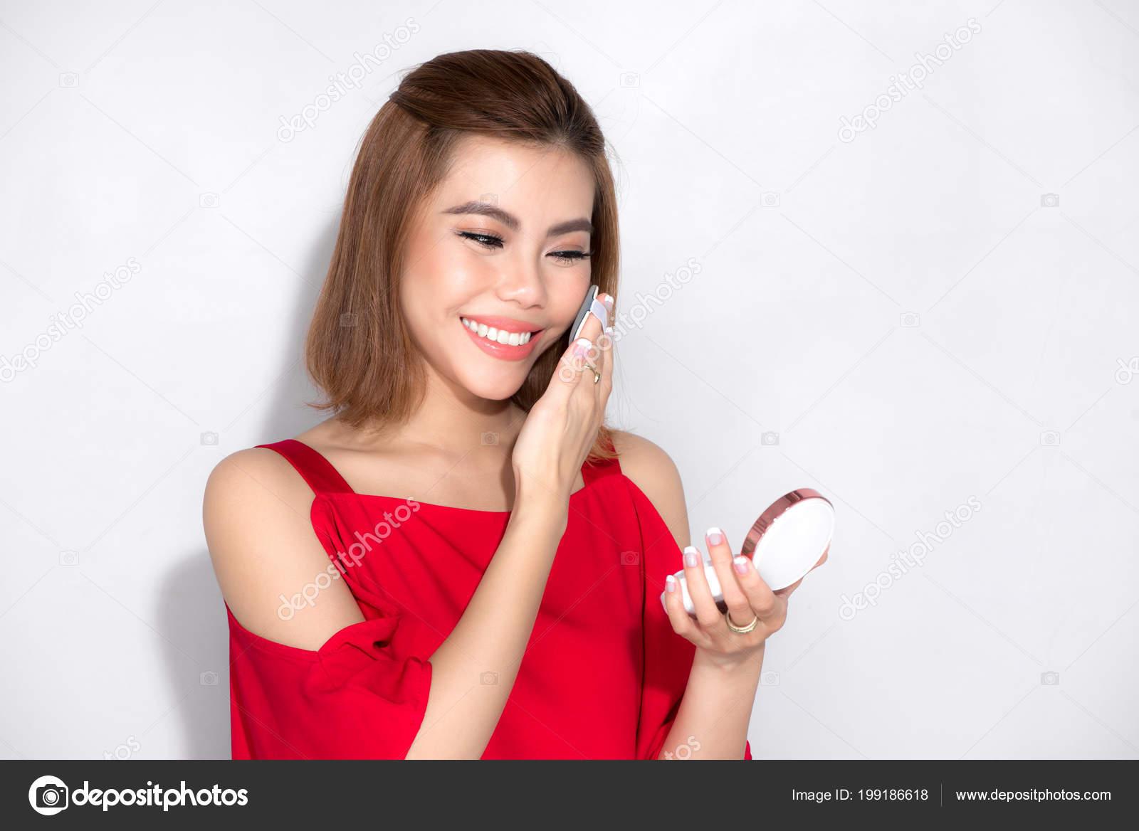 Robe Asiatique Rouge Belle Exploitation Femme Produit Debout pn11xtvU