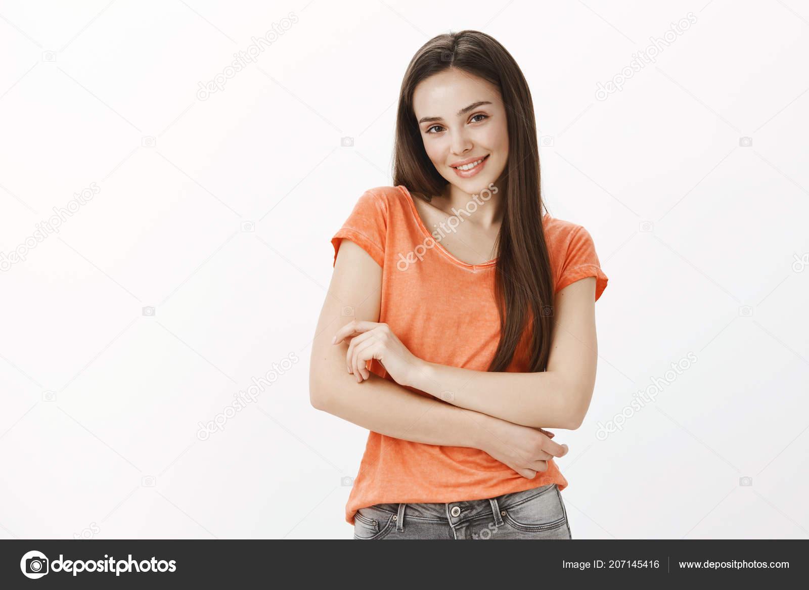 7fa16224cb70 Ritratto di positivo europeo femmina allievo sveglio in abbigliamento casual