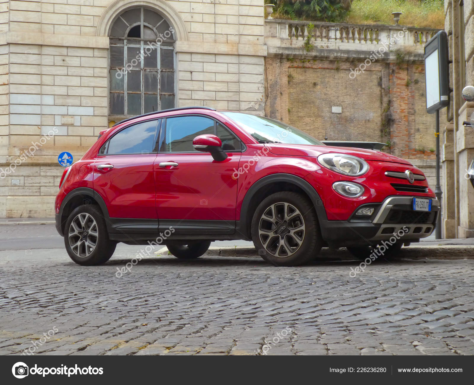 Rome Italy August 2018 Red Fiat 500 Car Side View – Stock