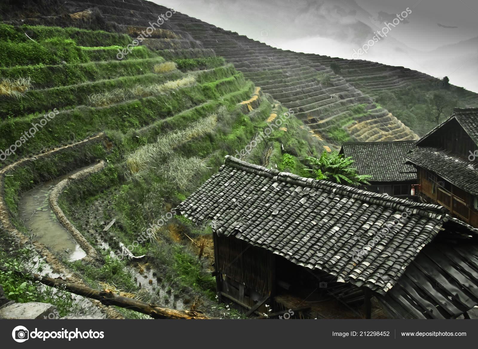 Casa Campo Tradicional Paisaje Otoño Brumoso Con Terrazas