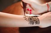 Womans kézi rajz dísz henna menhdi menete