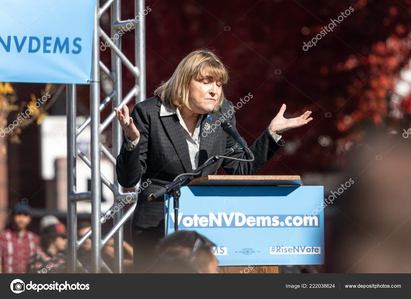 Reno October 2018 Kate Marshall Shrugging Political Rally Unr Campus Stock Photo