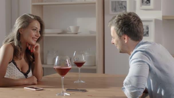 Женщина использует женщину в сексуальных целях видео