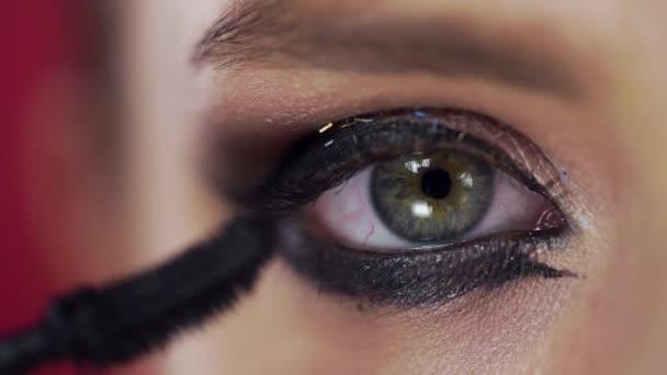 Detailní záběr na oční řasy make-upu, Žena s večerní make-up barvy řasy, oční make-up, krásu módní vizážistka, krásné oči